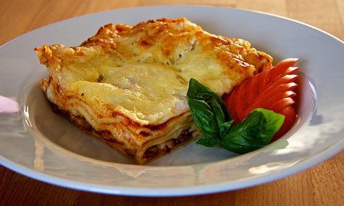 Lasagne med tzatziki og rødbedesalat